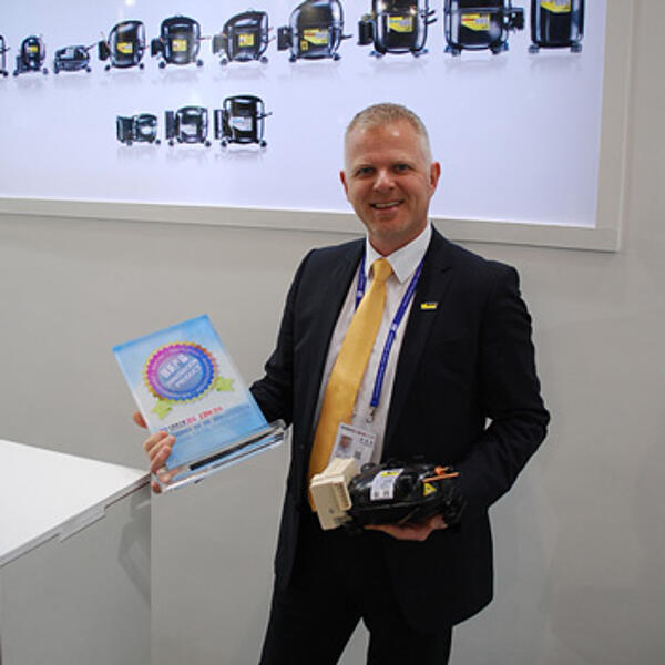 Secop CEO Mogens Søholm received the Innovation Award for the outstanding XV compressor